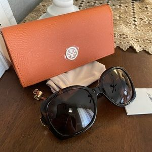 New Tory Burch sunglasses ❤️